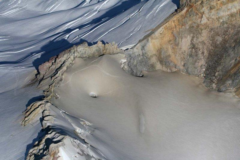 Sherman Crater:  Western Portal & Fumaroles <br> (MtBaker073007-_102.jpg)