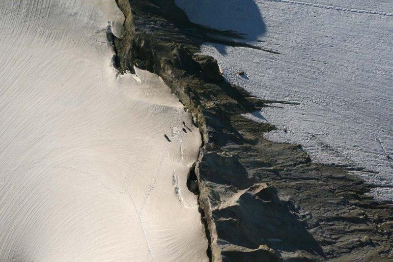 Volcano Researchers Breaking Camp In Sherman Crater <br> (MtBaker073007-_245.jpg)