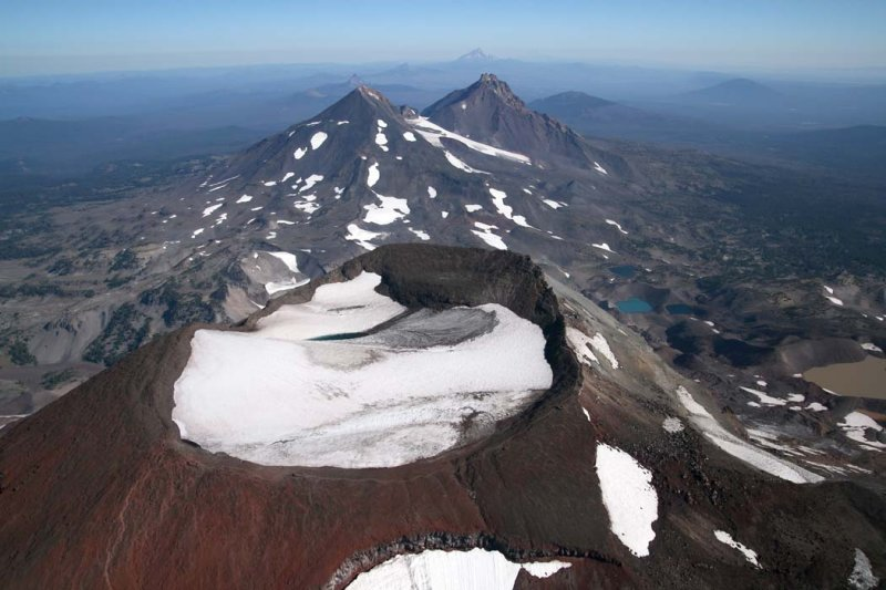South Sister, Summit Crater, View N <br> (ThreeSisters082907-_134.jpg)