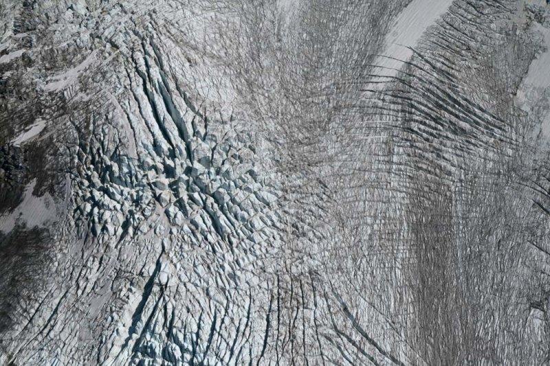 Roosevelt Glacier Crevasses <br> (ColemanRoosevelt090907-_05adj.jpg)