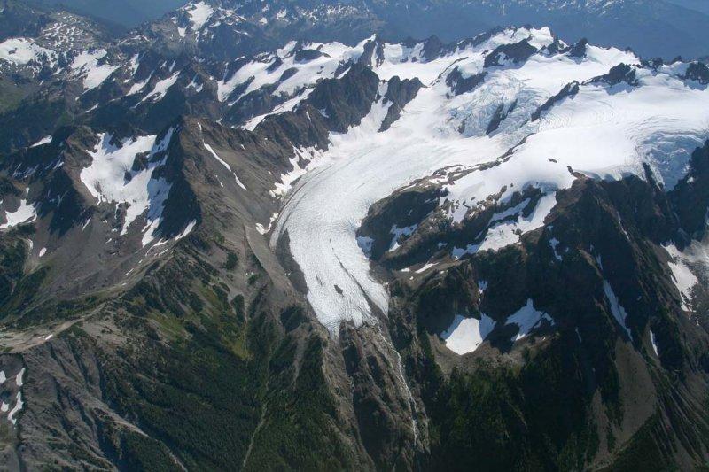 Blue Glacier, View S <br> (OlympicNP091307-19adj.jpg)