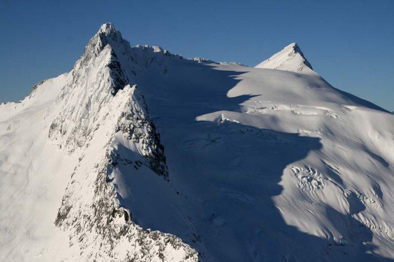 Clark Mt (R), Clarks SE Pk (L) & Walrus Glacier <br> (DaKobed120807-_34.jpg)