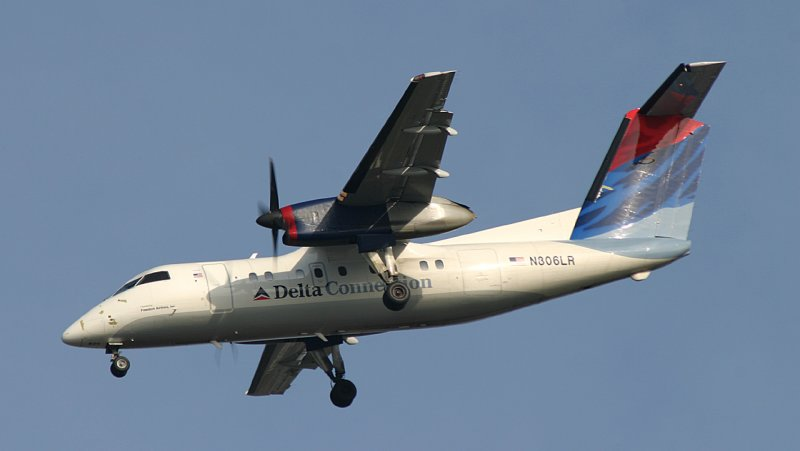 Dash-8 of Delta Express approaching JFK 31R