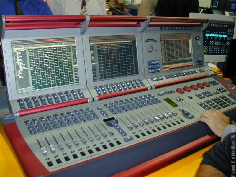 2002-09-10_PLASA_0033.JPG