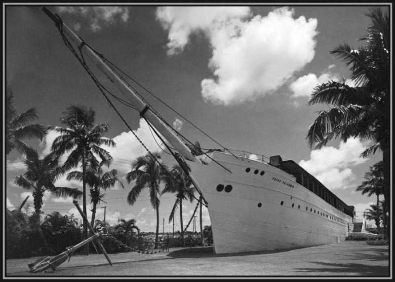1940 - the Miami Aquarium onboard Prins Valdemar in Bayfront Park