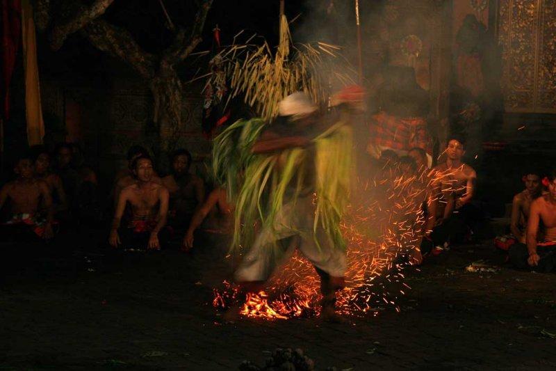 Kacak fire dance