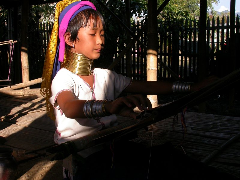 Long neck Karen child.JPG