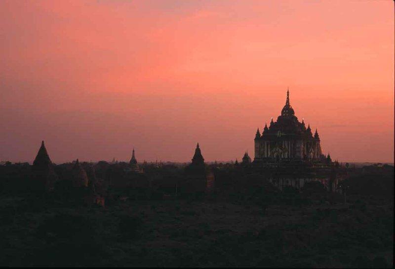 Stupa-Myanmar.jpg