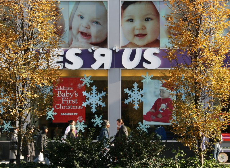 Babies R US - Celebrate Babys First Christmas
