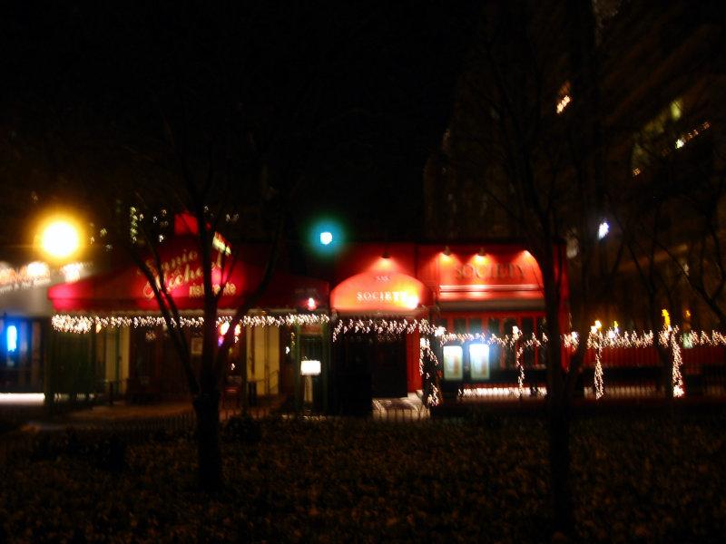 Restaurants & Bars at LaGuardia Place Garden
