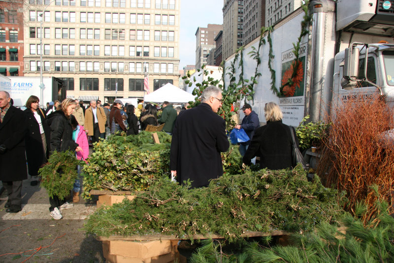 Farmers Green Market - Shopping for Holiday Trimmings