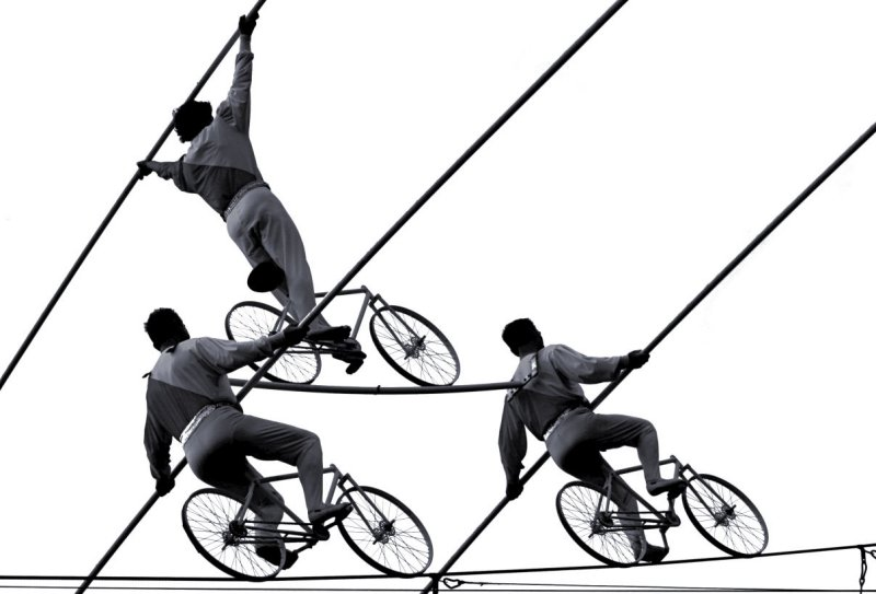 bicycle pyramide on the rope