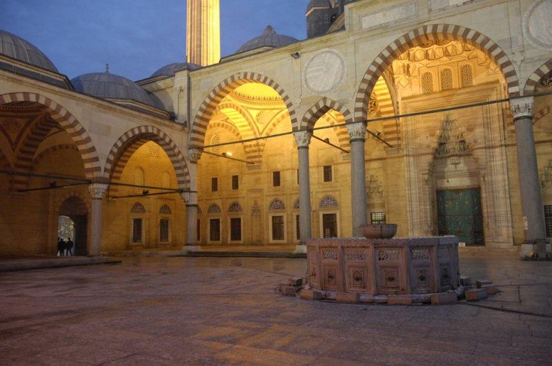Edirne Selimiye Mosque dec 2006 2409.jpg