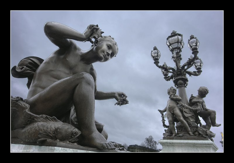 Sur le plus beau pont de Paris.