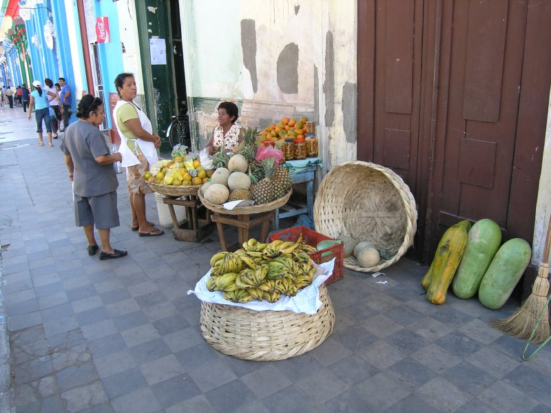 back in Granada, shopping for fruit is easy.....