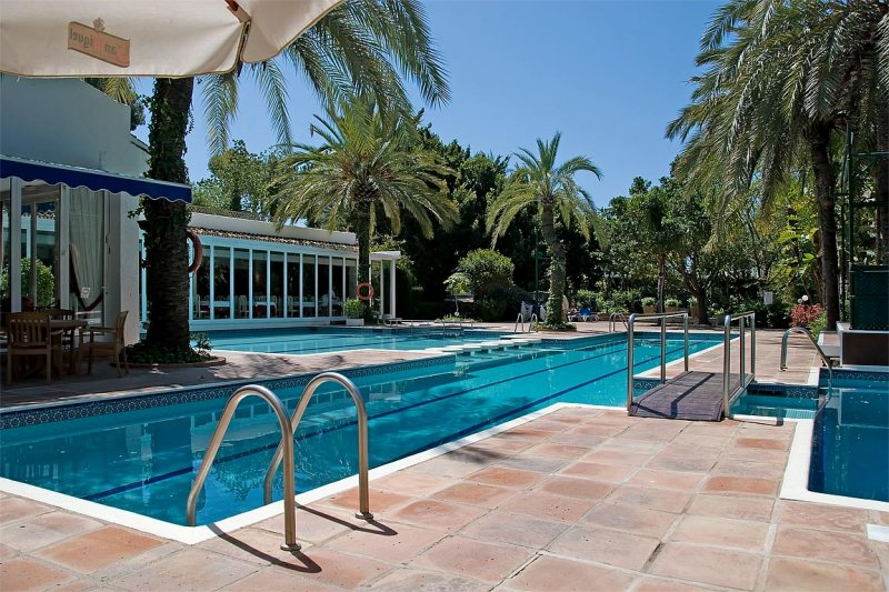 Club pool, Miraflores