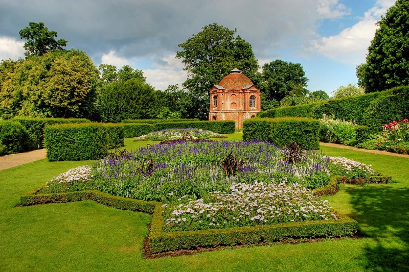 The Vyne ~ flower beds