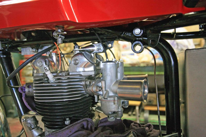 Carbs/Stacks On 1970 Triump Cafe Racer
