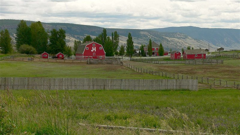 Gang Ranch barn.jpg