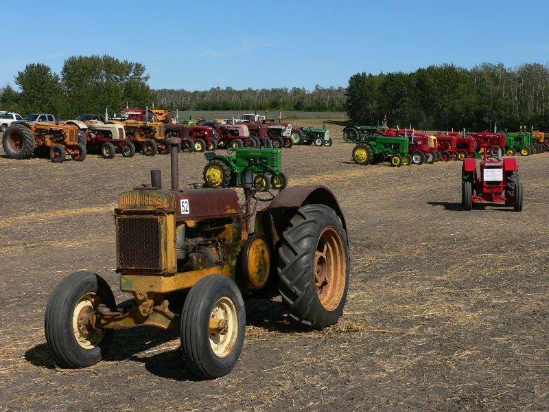Lots of tractors.jpg