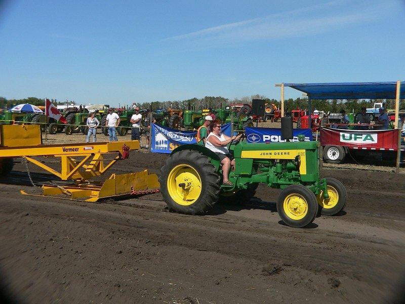 Lady tractor pull.jgp.jpg