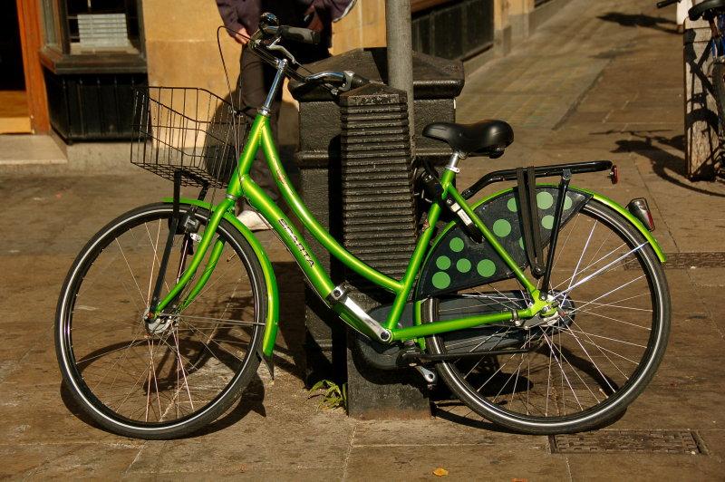 Green bicycle in Cambridge.jpg