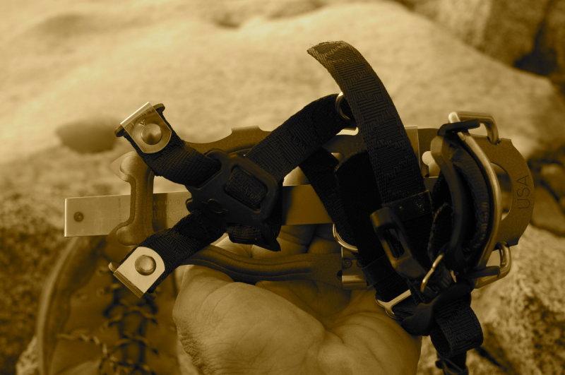 Lightweight crampons