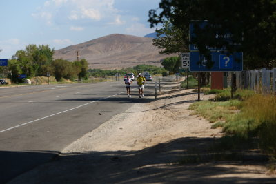 Glenn paces into Lone Pine, Jamie Donaldson who lead the race, is just ahead about a mile