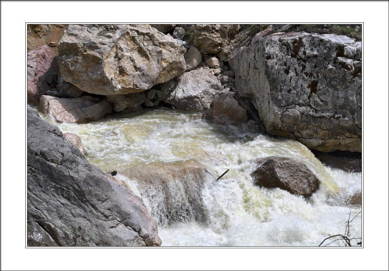 third stage of 6 waterfalls rapid (6+ class)