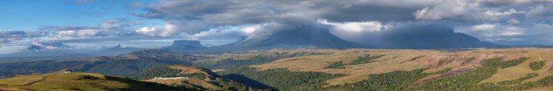 Tepuys panoramic / Panorámica de tepuyes