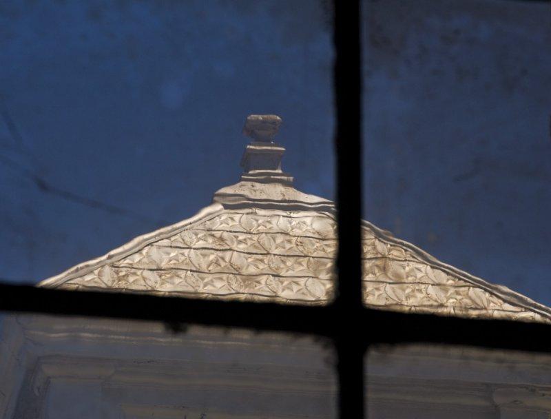 <B>Golden Roof</B> <BR><FONT SIZE=2>Sunset Line & Twine, Petaluma, California, August 2007</FONT>