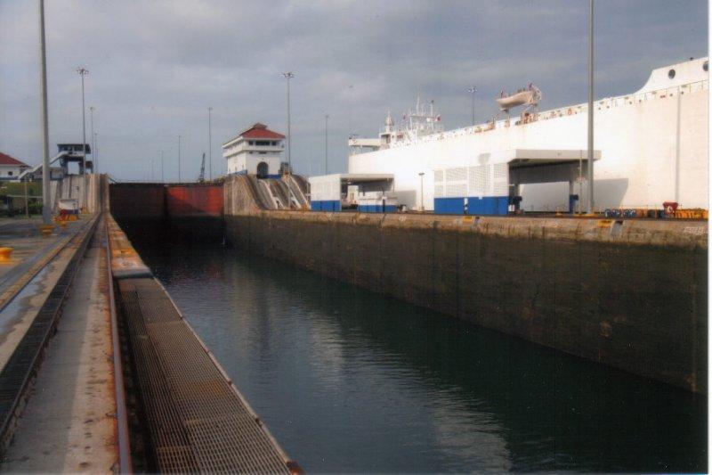 shipincanal24.jpg