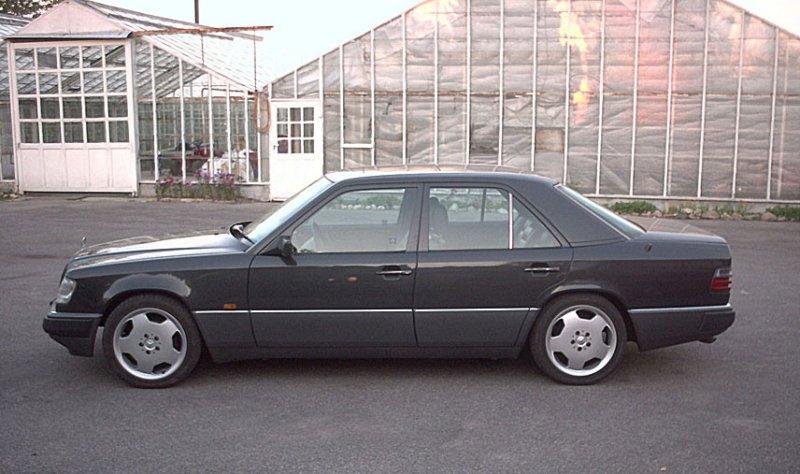 Mercedes-Benz 300E.