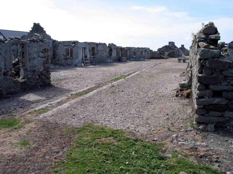 Ruins on Inishkeeraga.jpg