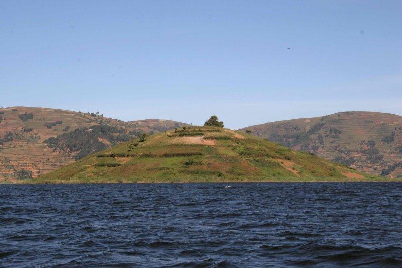 Eyja í Lake Bunyonyi. Hver fermetri er nýttur