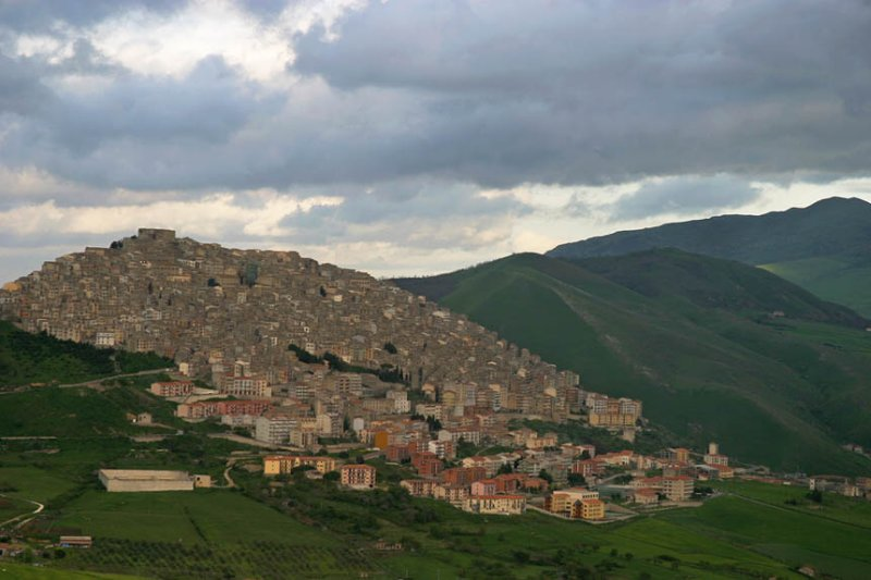 Gangi ,incredible concentrated town on the hill