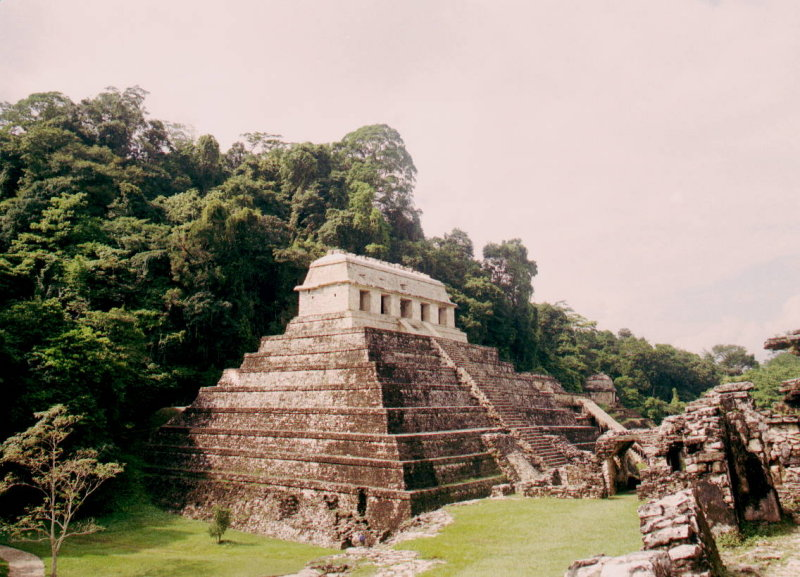 Palenque temple of the inscriptions.JPG