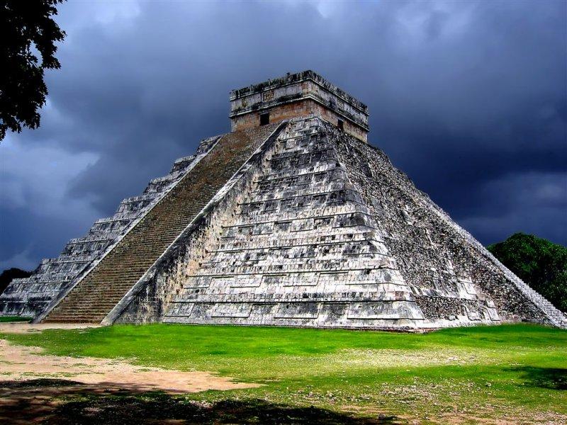 El-Castillo Before Storm