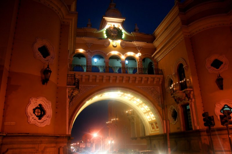 On my way back to the inn where I was staying, I passed by the Arch of Santa Catalina again and got this photo of it at night.