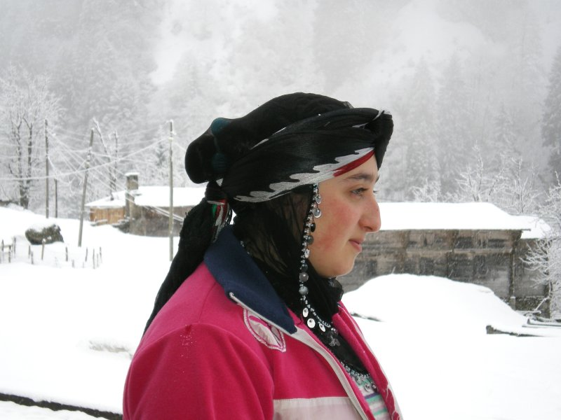 Side view of a Rize-Artvin style of a Head Dress, side view.jpg