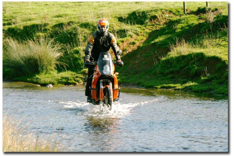 KTM 950  Adventure b