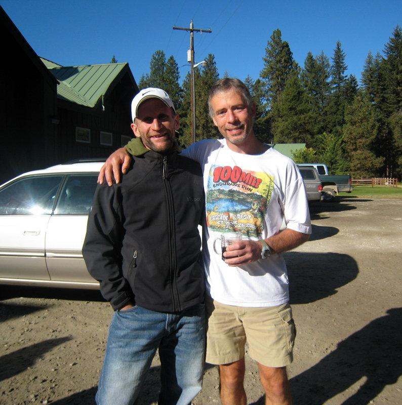 Tim Stroh (previous course record holder) congratulates the new course record holder