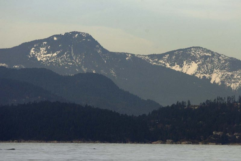 Layered mountains - Vancouvers splendid setting