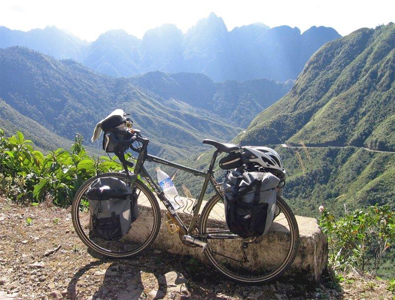 173  Jean-Francois - Touring Vietnam - Devinci Destination touring bike