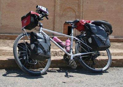 187  Sonya - Touring Turkmenistan - Sunn Vertik 2 touring bike