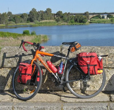 189   Margo - Touring Spain - Devinci Cariboo touring bike