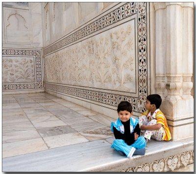 Young tourists - Taj Mahal
