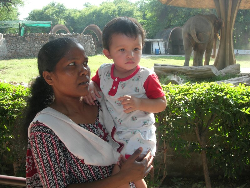 Anna and Rahil and the backside of an Indian elephant