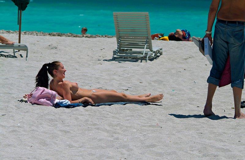 21st Street beach sunbathers 03