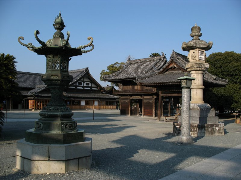 Lanterns and temple architecture